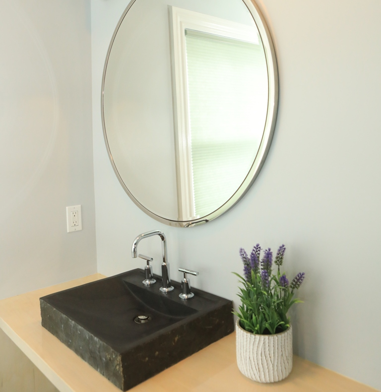 8-incredible-color-tips-to-make-your-bathroom-look-bigger